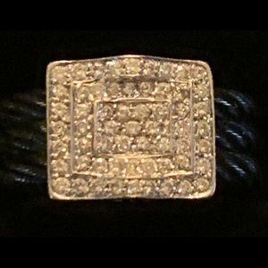 Beautiful 18k white gold & blackened steel ring